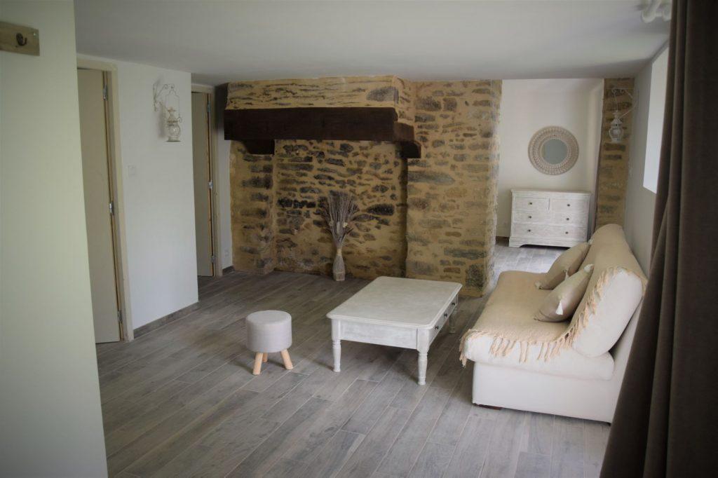"""Chambre d'hôtes de charme La Gacilly Redon Rochefort-en-Terre. Chambre sur le thème du reve au Nom """"doux reveurs"""" , salon"""